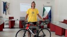 La solidarietà viaggia sulle due ruote: il concordiese Alessandro Colombi in sella per promuovere il basket inclusivo