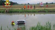 Mirandola, affonda con l'auto nel canale: salvata una donna grazie a un eroico passante