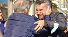 L'abbraccio con Ferioli, il saluto discreto della first lady: ecco il nuovo sindaco di Finale Emilia Marco Poletti